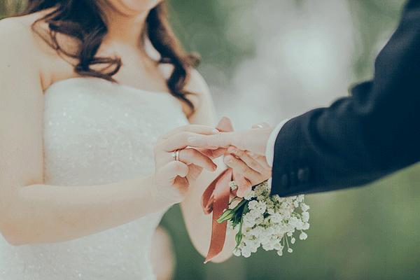 exchange-rings-wedding-ceremony